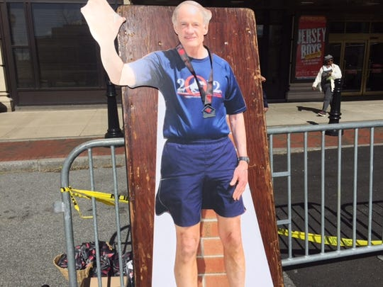 While he couldn't run this year while on a trip to China, U.S. Sen. Tom Carper could greet runners in cut-out form.