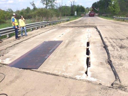 Emergency repairs of a bridge over the Shiawassee River
