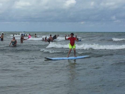 636071369902302136-SURFERS.JPG