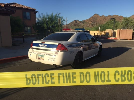 Woman shot at north Phoenix apartment complex