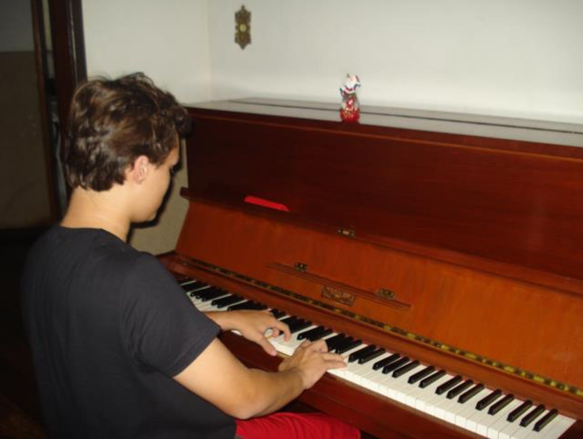 Rafael Pereira plays his new piano that he bought by
