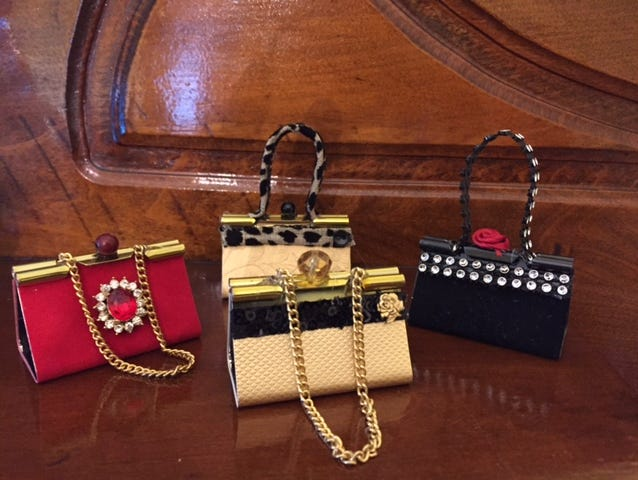 We just love these purse ornaments made from ordinary binder clips. They're so fun to make you won't be able to stop!