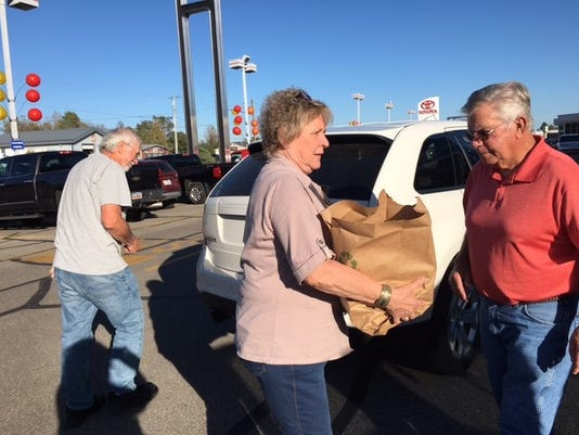 Bev-and-Walter-Carpenter-Friday-volunteered-at-Make-A-Difference-Day.jpg