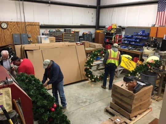 The Mansfield Street Department on Saturday with the help of volunteers from IBEW Local 688 will put up new holiday wreaths on streetscape light poles.