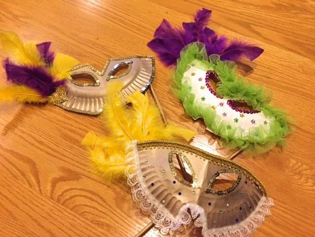 Mardi Gras is Feb. 13! Time to par-ty!  Get into the spirit and make this mask.
