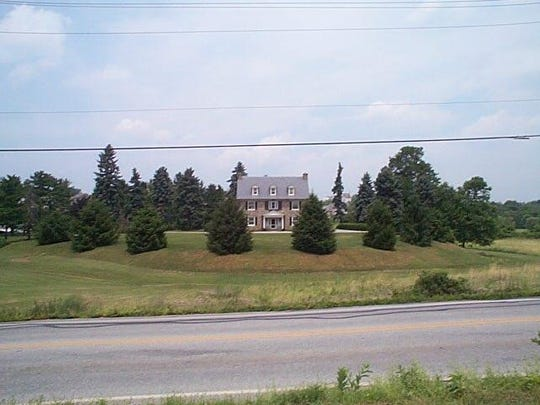 Picture of the house that sits on top of a mine waste pile that was the Moser bank.