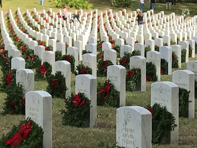 Wreaths mark veterans' graves at Florida National Cemetery