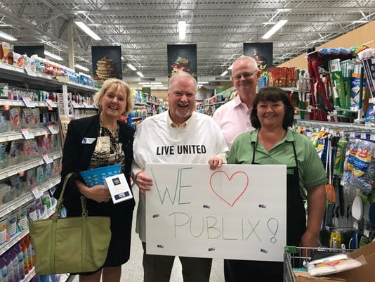 636553157783160783-Georgia-Irish-Michael-Kint-John-Locke-with-Publix-Employee.jpg