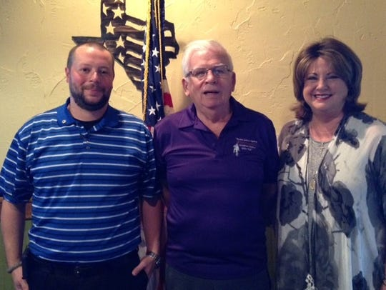 Hal Griffin (center), of the Abilene Cactus Lions Club,