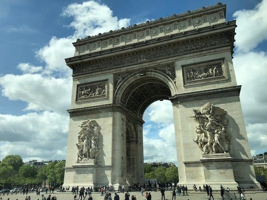 The L'arc de triomphe is one of the most famous monuments in Paris.