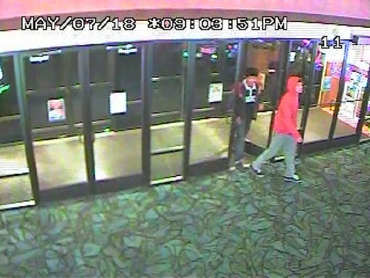 Lyon County Sheriff' Office searches for 2 suspects wanted