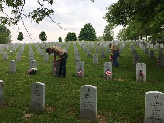 Flags on veterans' graves.JPG