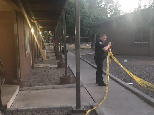 Man shot at west Phoenix apartment complex