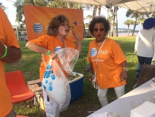 AT&T Pioneers volunteers Edie Jones-Bankston and Maleece