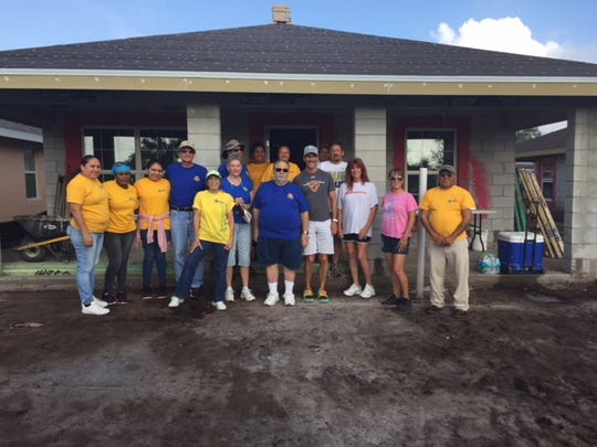Stuart Sunrise Rotarians and future homeowners prepare