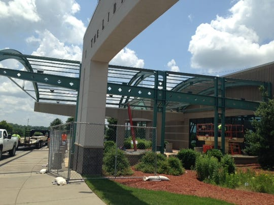 In June 2014, the canopy over the Library Center entrance
