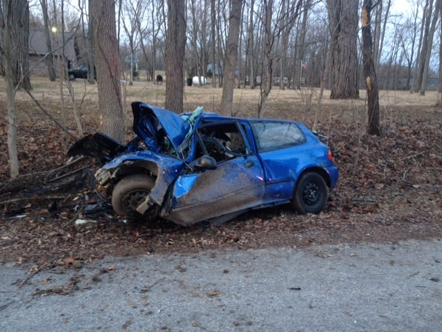 Two teens were killed early Sunday in a single-vehicle crash in Boone County.