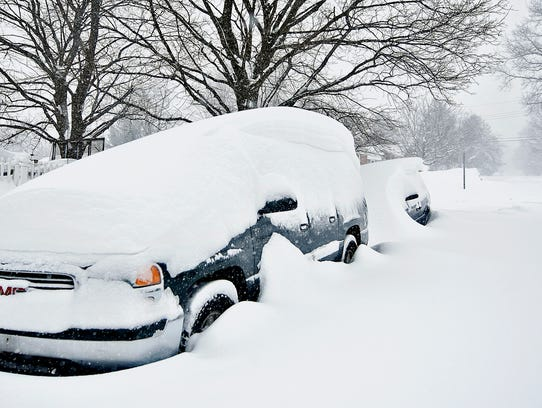 Snow continues to accumulate during Winter Storm Jonas