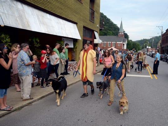 dog parade_a.jpg