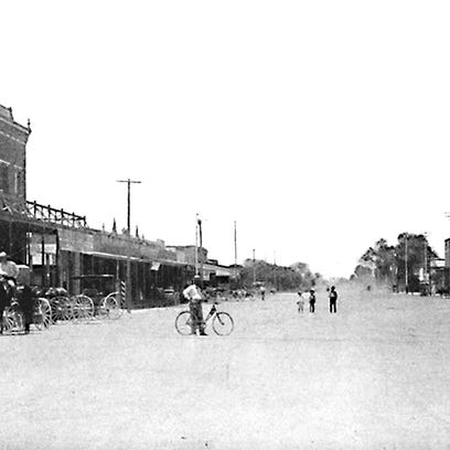 A wide Mesa Main Street shown in this 1901 photograph