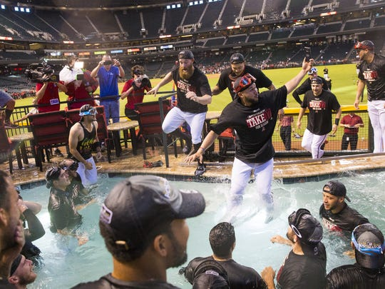 Arizona Diamondbacks players celebrate after clinching