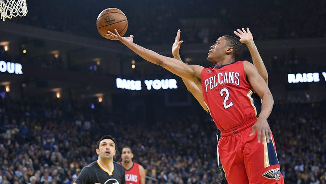 Tim Frazier of the New Orleans Pelicans drives towards the basket on Shaun Livingston #34 of the Golden State Warriors in the first quarter of their NBA Basketball game at ORACLE Arena on April 8, 2017 in Oakland, California.