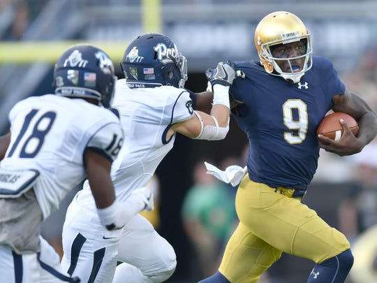 Sep 10, 2016; South Bend, IN, USA; Notre Dame Fighting Irish quarterback Malik Zaire (9) runs the ball in the third quarter against the Nevada Wolf Pack at Notre Dame Stadium. Notre Dame won 39-10. Mandatory Credit: Matt Cashore-USA TODAY Sports