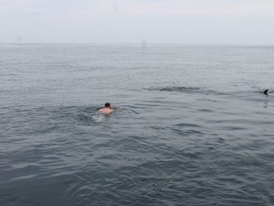 636348534033912575-josh-meets-whale-shark.jpg