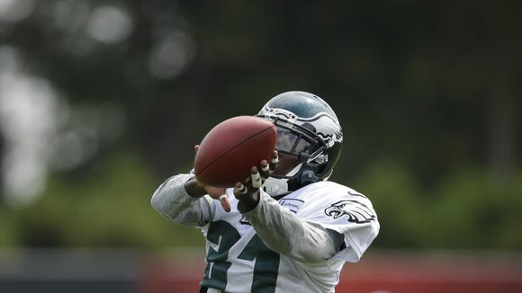 Philadelphia Eagles' Byron Maxwell catches a pass during NFL football training camp, Wednesday, Aug. 19, 2015, in Philadelphia. (AP Photo/Matt Rourke)
