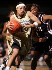 Former Vanderbilt star Dee Davis, now the coach at University School of Nashville, is headed to Turkey to work at a basketball camp.