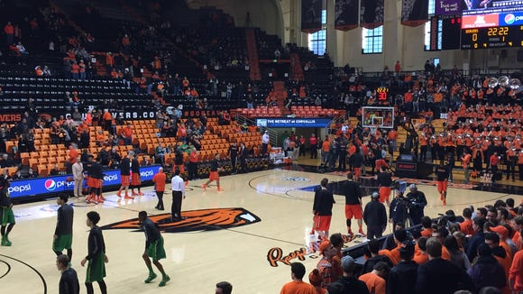 Oregon State and Oregon warm up before a Civil War matchup at Gill Coliseum on Jan. 3, 2016.