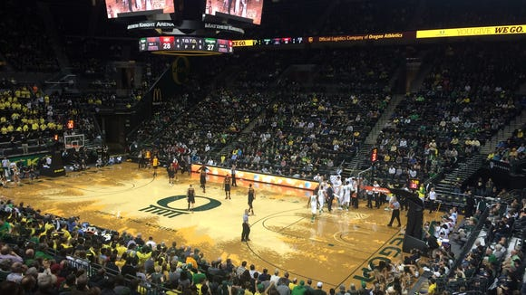 Oregon leads USC at halftime 46-41.