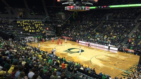 The Oregon men's basketball team hosts Utah on Sunday.