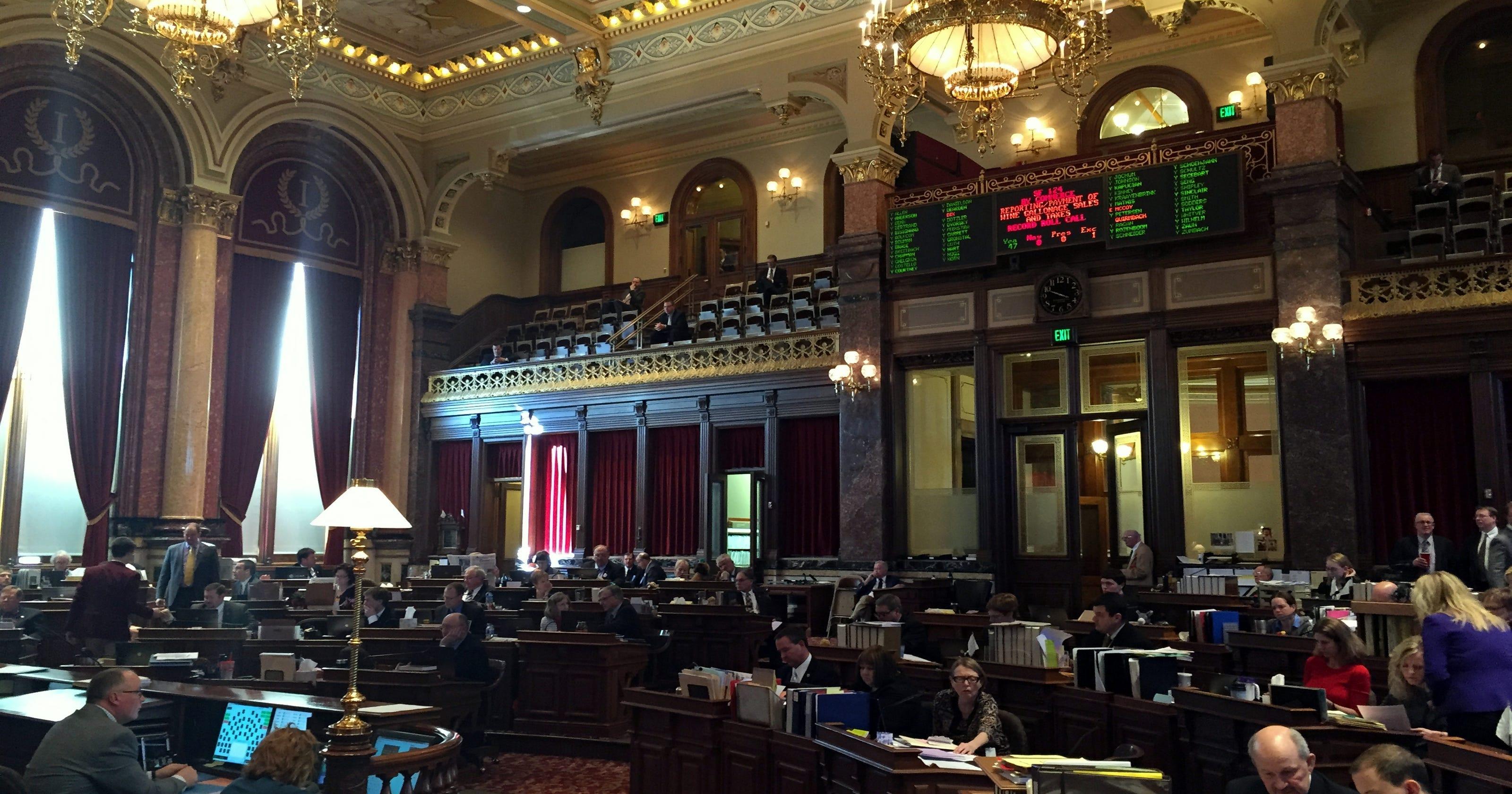 Right to try' drug bill advances to Iowa Senate floor