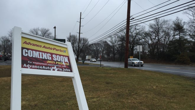 A sign indicating that an Advance Auto Parts is coming to Route 35 in Wall. The store will be located across the street.