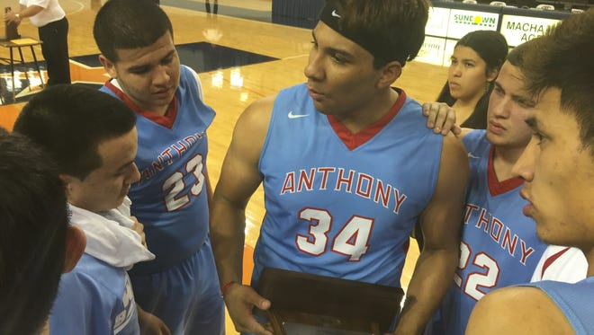 Anthony post Fernando Reyes gives his teammates words of encouragement after Saturday's loss to Canadian in the Region I-2A finals.