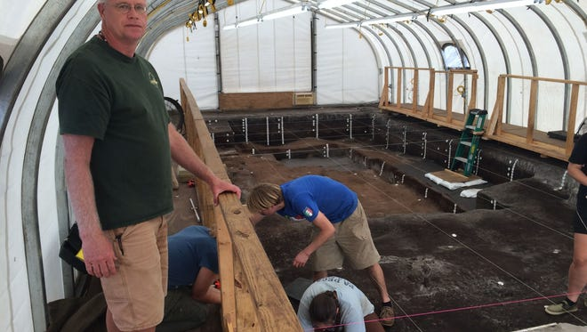 Dr. Andy Hemmings supervises a team of archaeologists doing new excavations at the Old Vero Man Site.