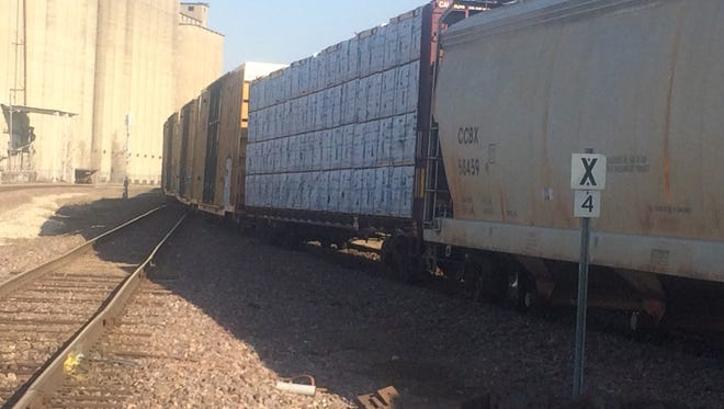 A minor trail derailment has blocked traffic in the 2000 block area of Dean Avenue in Des Moines Friday morning.