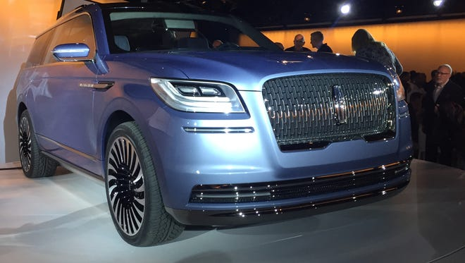 The front end of the 2017 Lincoln Navigator concept.