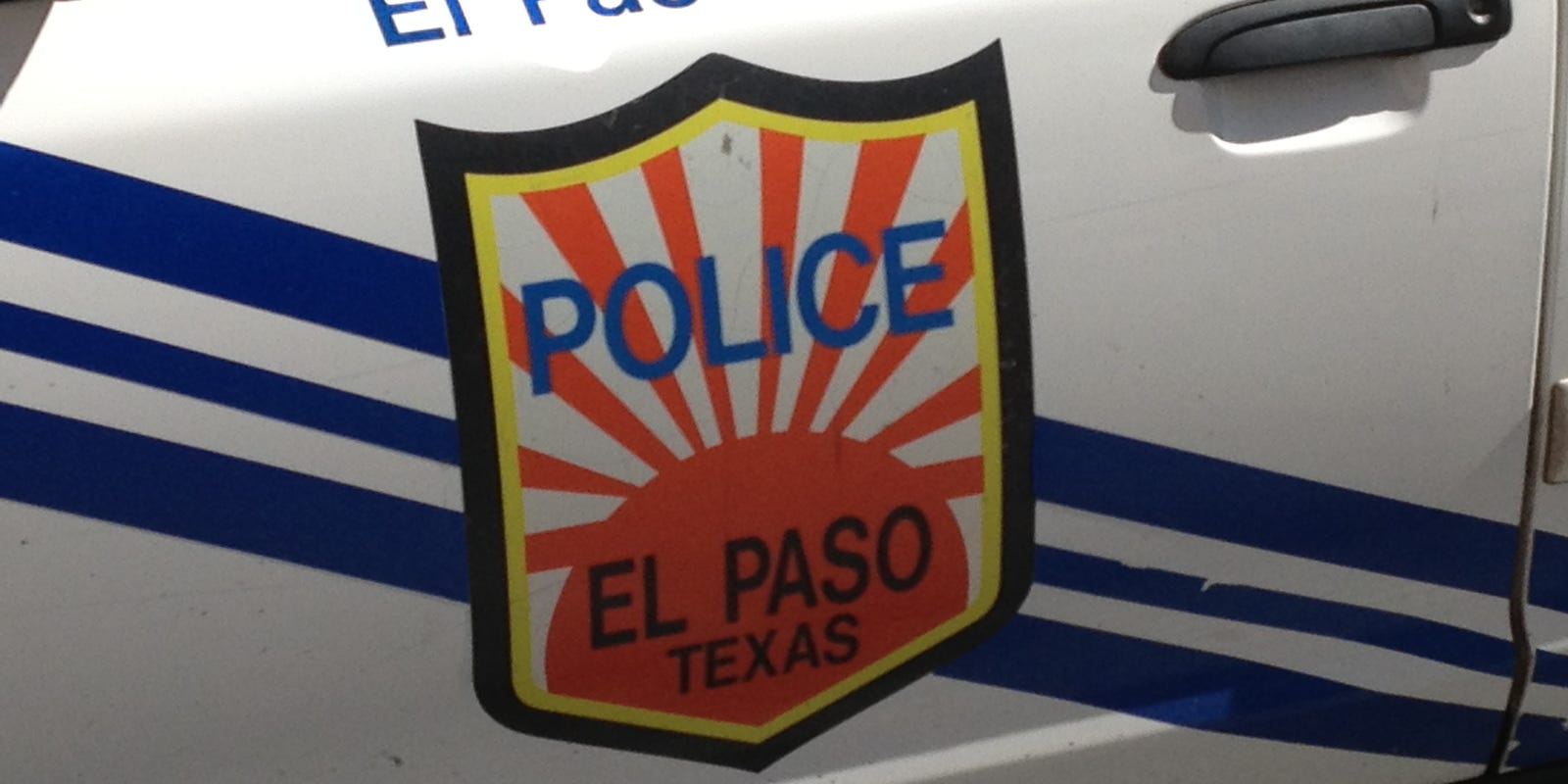 El Paso police motorcycle officer suffers minor injuries in crash
