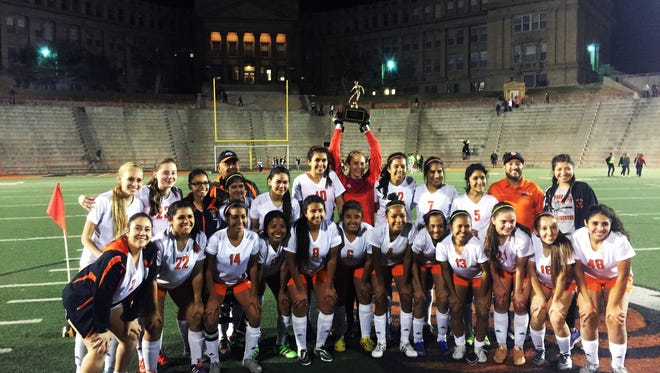 El Paso High defeated Del Valle 5-0 on Thursday night in a Class 5A bidistrict game, earning the Tigers their first bidistrict title since 2001.