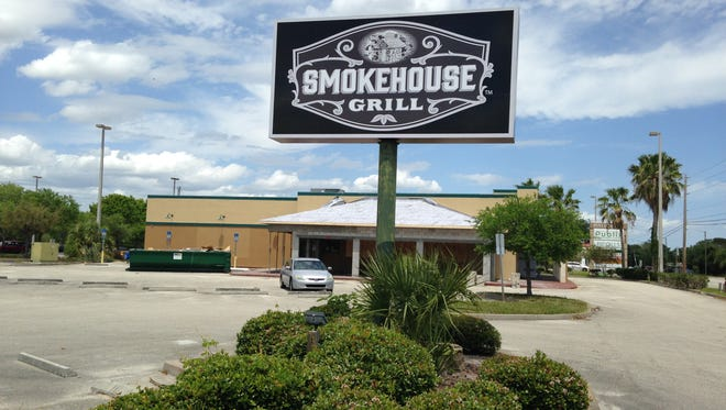 Gator's Dockside is coming to the former Smokehouse Grill in front of the Post Commons Shopping Plaza in Melbourne. It originally was built as an RJ Gators Sea Grill & Bar.