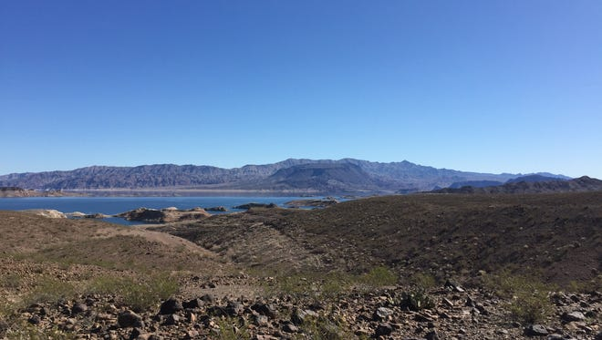 Lake Mead is a great stop on the drive from Phoenix to Las Vegas.