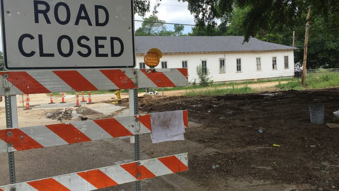 Sewer repair work taking place along Looney Street in Shreveport.