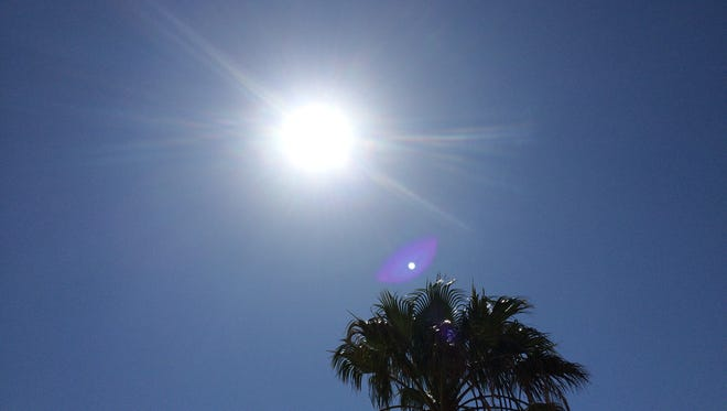 Weather conditions led to temperatures breaking records Sunday across the Coachella Valley.