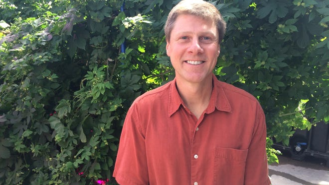 CSU professor Bill Bauerle is leading a project that grows hydroponic hops.
