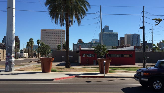 Phoenix plans to remove the giant planter pots on Roosevelt Row by the end of October, more than a year after they were installed.