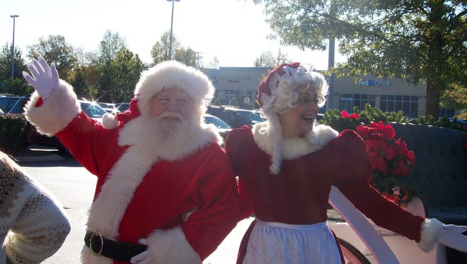 Santa and Mrs. Claus arrive at Stones River Mall on Saturday.