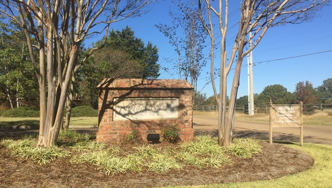 A fight over the design of a home in the exclusive subdivision of Bridgewater in Ridgeland has led to dueling lawsuits.
