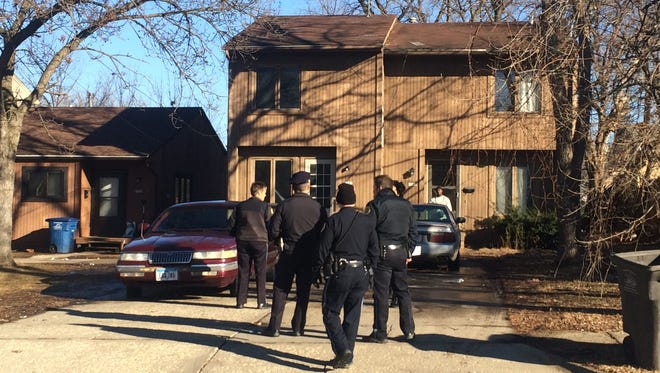 A man with a gunshot wound to the arm showed up to this Des Moines home Wednesday afternoon.